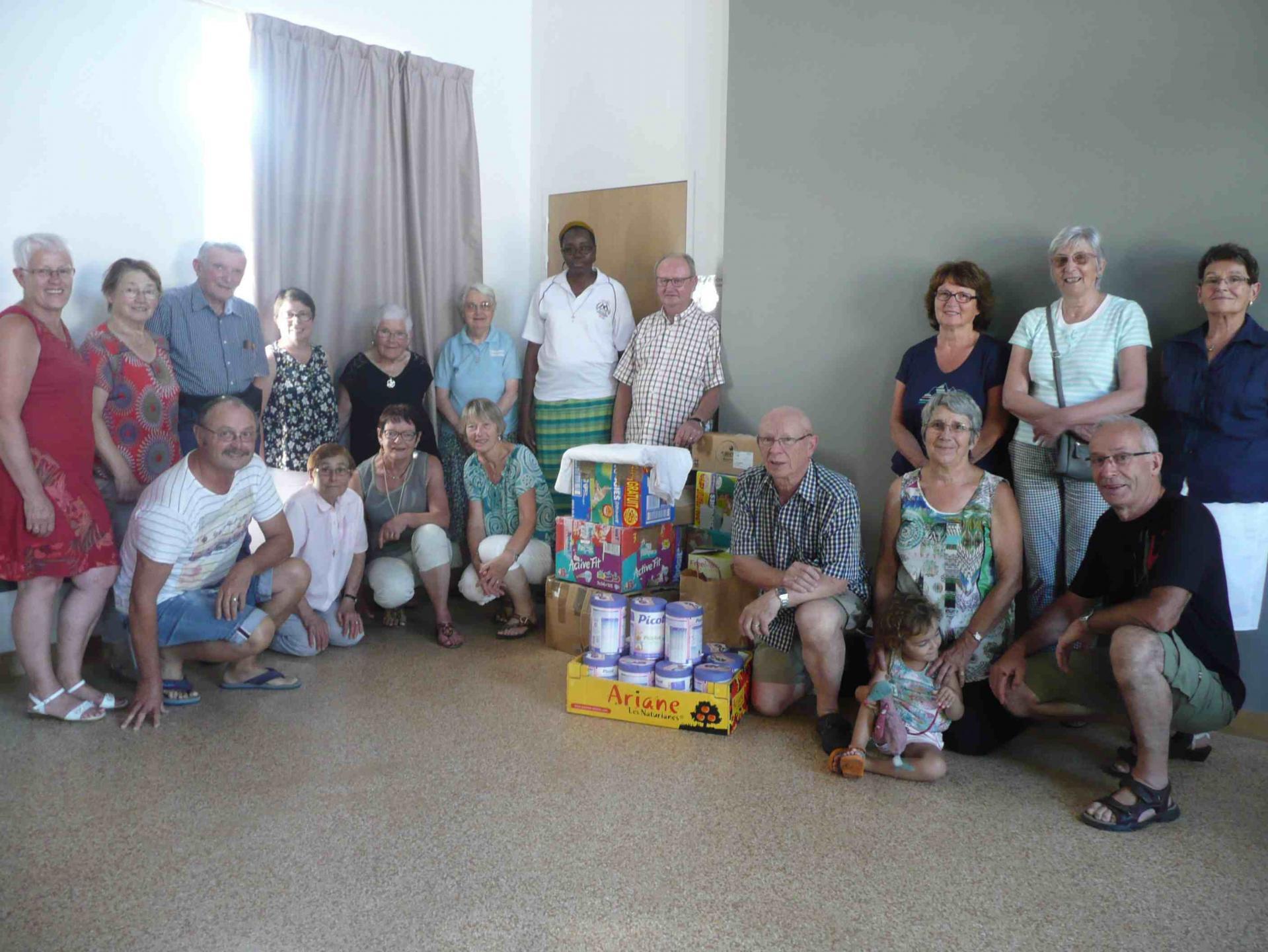 Photo groupe avec fournitures à Bellevigny